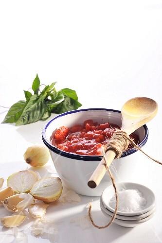 Napoletana tomato sauce and ingredients