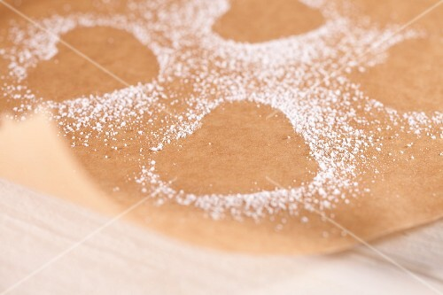 Heart-shaped prints in icing sugar