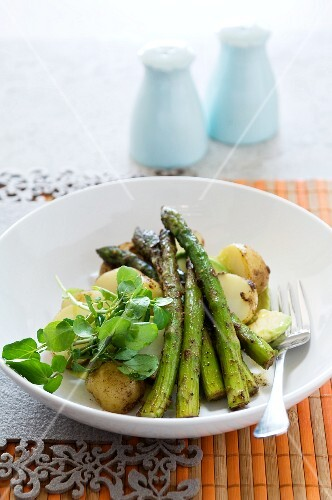 Asparagus, potato and avocado salad