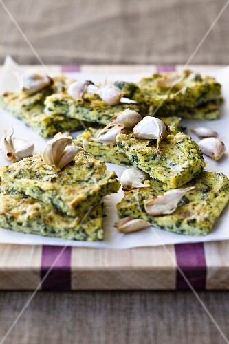 Barbecued polenta slices with spinach and garlic