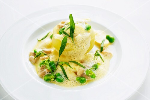 Stuffed kohlrabi with mushroom and bean in a tarragon broth