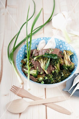 Fried beef with broccoli