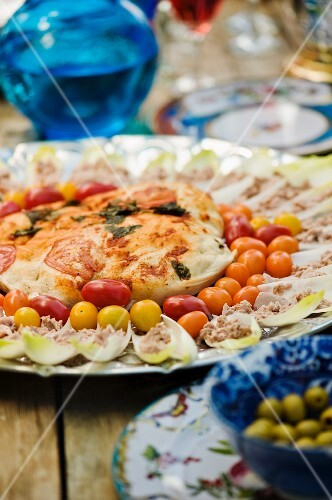 Chicory boats and cocktail tomatoes with mediterranean dip