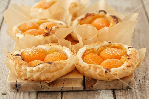 try tartlets with apricots and vanilla cream