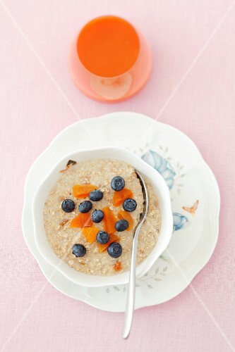 Porridge with dried apricots, blueberries and carrot juice