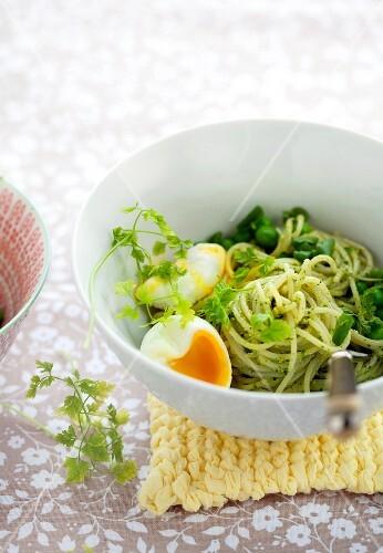 Spaghetti with pea pesto and eggs