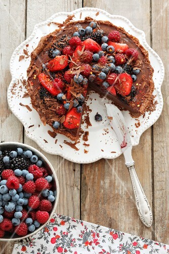 Chocolate cake topped topped with berries, seen from above