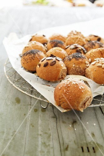 Stuffed bread roll with poppy seeds, salt and seeds