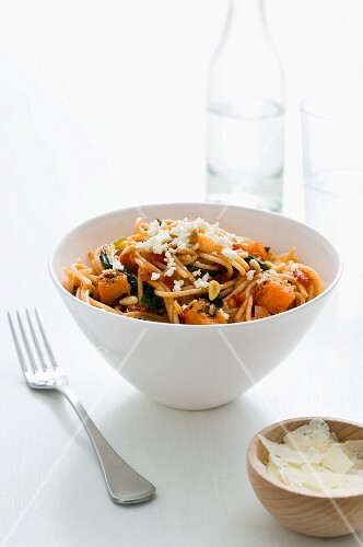 Spaghetti with pumpkin, spinach, pine nuts and feta cheese