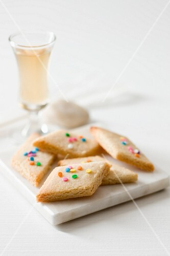 Biacotti pasqualini (lemon and almond biscuits, Italy)