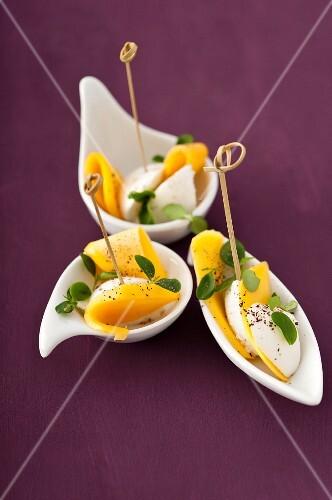 Mango with mozzarella