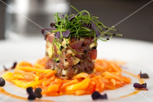 Tuna avocado tartar on ginger carrots with bean sprouts