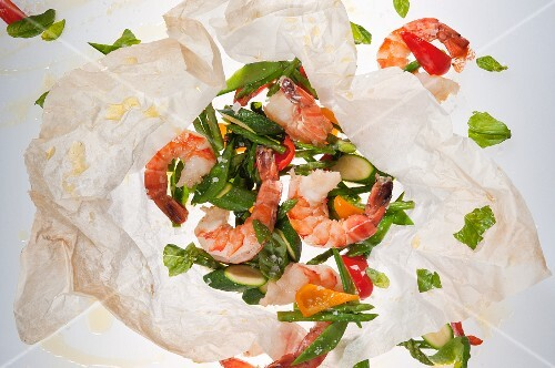 Prawns with vegetables in parchment paper