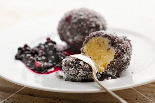 Quark dumplings with poppy seeds and elderberry jam