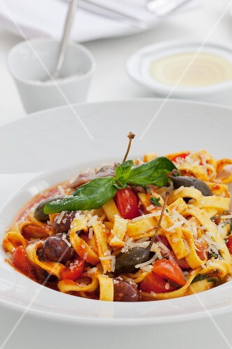 Tagliatelle with sardines, giant capers and tomato wedges
