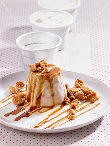 Coffee ice cream with Amarettini and caramel sauce