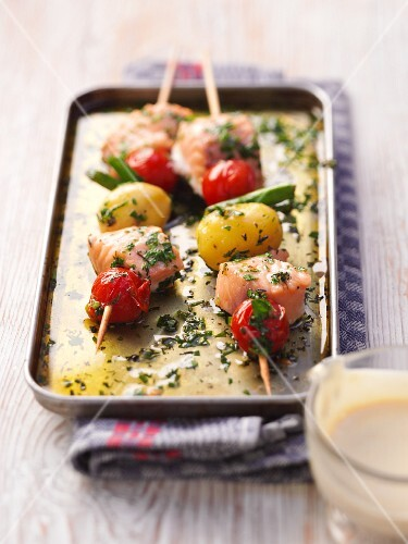 Salmon kebabs with vegetables and herbs