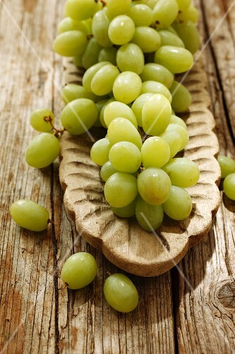 Green grapes in a wooden bowl