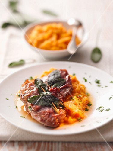 Saltimbocca con purea di zucca (veal escalope and pumpkin puree)