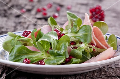 Lamb's lettuce with pomegranate and ham