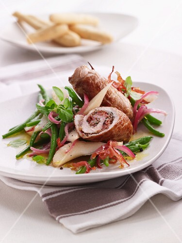 Pork roulade with pears, beans and bacon