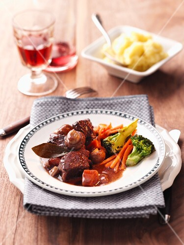 Boeuf Bourguignon (braised beef with red wine, France)