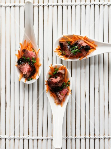 Spoon canapes with beef, balsamic vinegar and carrots