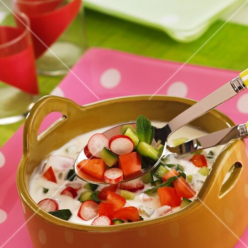 Cold yoghurt soup with vegetables