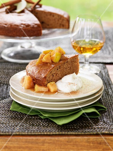 Cinnamon cake with apple compote