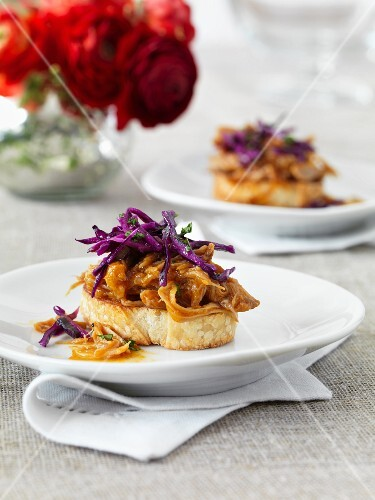 Toast topped with pork and red cabbage