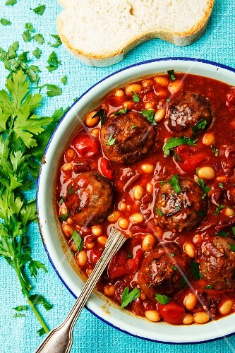 Bean stew with meatballs
