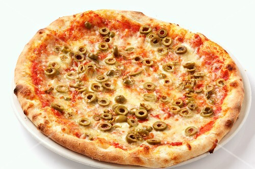 Pizza Margherita with green olives