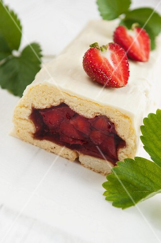Strawberry cake with jelly