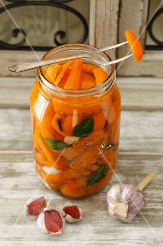 Carrots preserved in vinegar