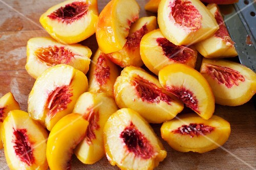 Peeled peaches cut into wedges