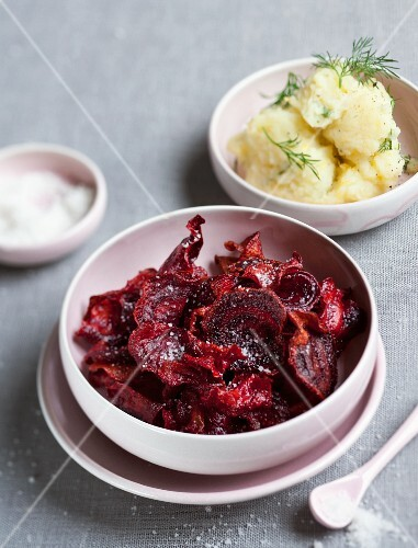 Beetroot chips and mashed potatoes