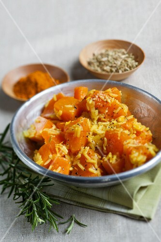 Pumpkin curry with fennel seeds and rice