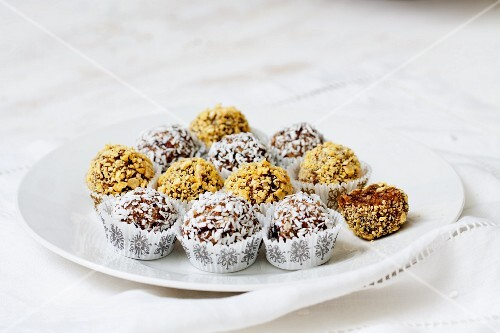 Pralines with dried fruits