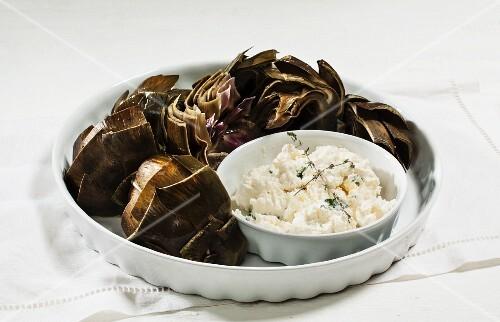 Artichokes with a garlic dip