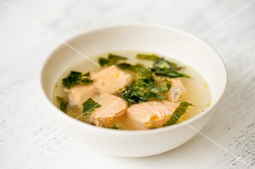 Broth with salmon and spinach