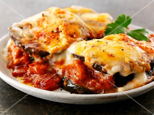 Gratinated aubergines with tomato sauce