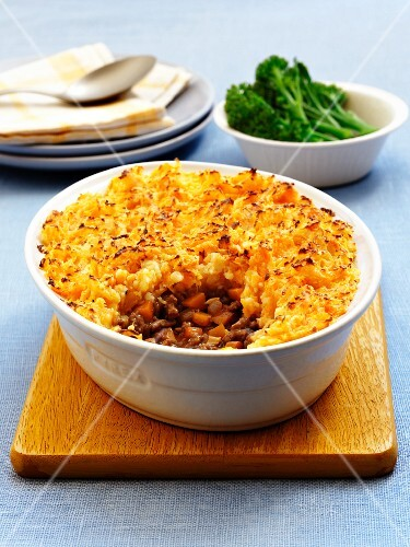 Cottage pie and broccoli