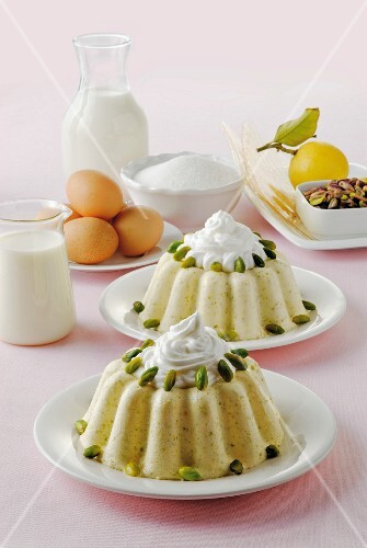 Vanilla pudding with pistachios