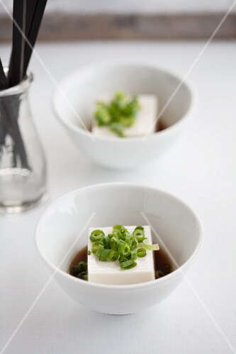 Tofu with soy sauce and chopped chives