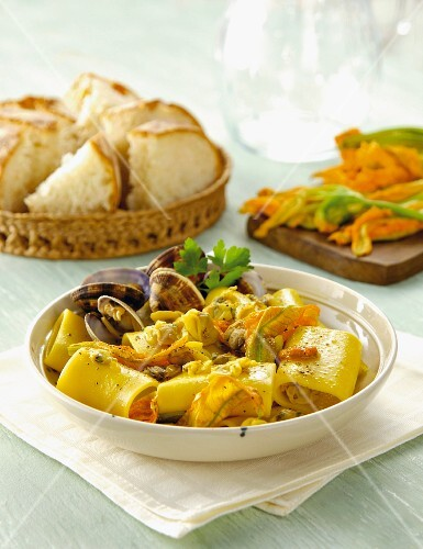 Paccheri Di Gragnano with courgette flowers and clams (Italy)