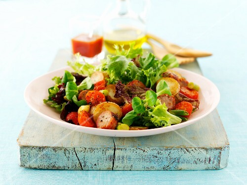 Mixed leaf salad with fried potatoes and sausage