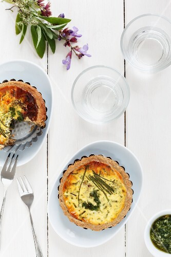 Mini quiches with herbs