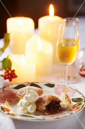Mince pies with cream (England)