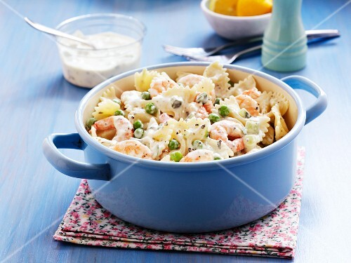 Farfalle with prawns and peas