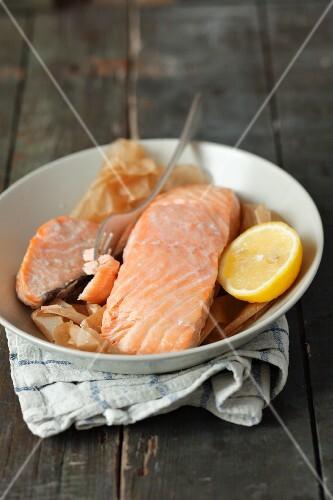 Baked salmon fillet with lemon
